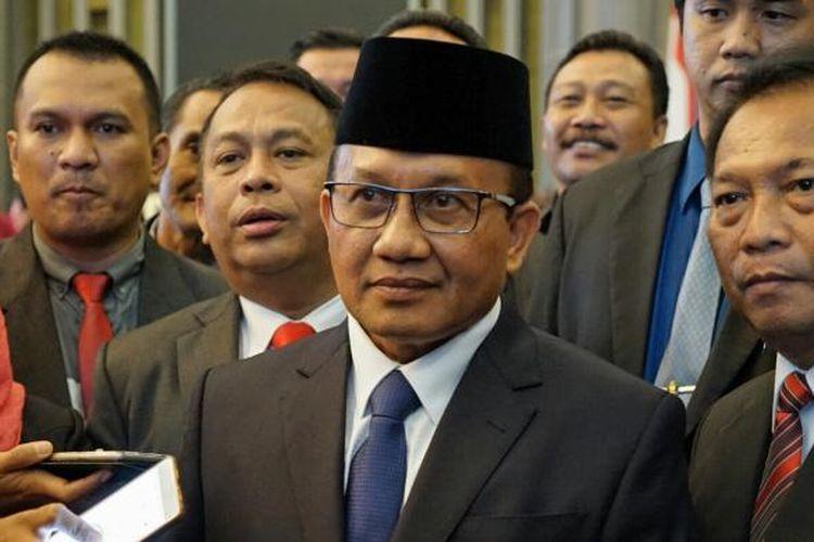 Sekretaris Mahkamah Agung Achmad Setyo Pudjoharsoyo usai prosesi pelantikan di gedung Mahkamah Agung (MA), Jakarta Pusat, Selasa (7/2/2017). Pudjo dilantik sebagai Sekretaris MA menggantikan Nurhadi.