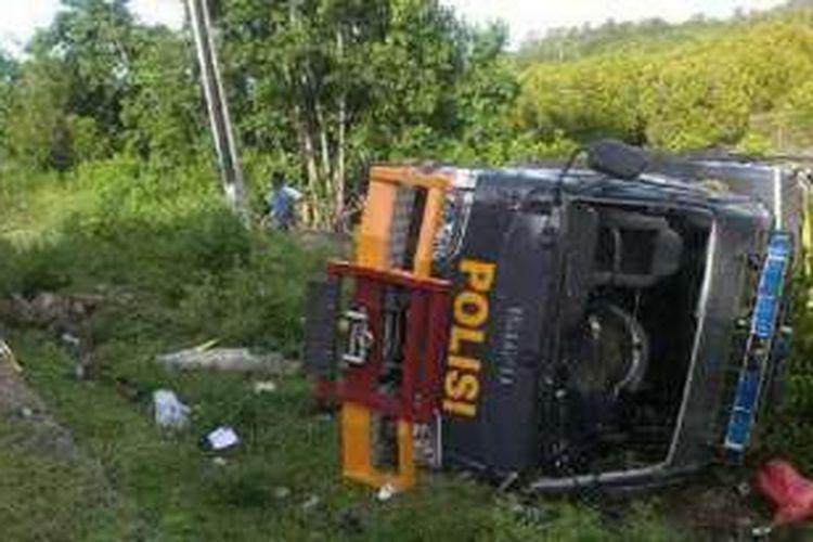 Sebuah mobil derek milik Polda Gorontalo mengalami kecelakaan di jalan trans Sulawesi Desa Bolihutuo Kabupaten Boalemo. Mobil ini dikirim untuk melakukan evakuasi terhadap ambulans Polda yang terjun ke jurang sehari sebelumnya.