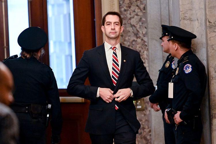 Senator Tom Cotton (R-AR) tiba untuk kelanjutan uji coba pemakzulan Senat Presiden Trump di Capitol AS di Washington, AS, 23 Januari 2020.