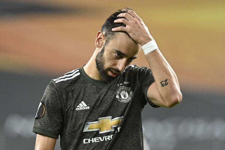 Ekspresi kekecewaan Bruno Fernandes pada laga semifinal Liga Europa yang mempertemukan Sevill vs Man United di Stadion RheinEnergie, Koln, Jerman, Senin (17/8/2020).