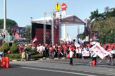 Relawan Nobar Pelantikan Jokowi-Ma'ruf Lewat Layar Besar di Monas