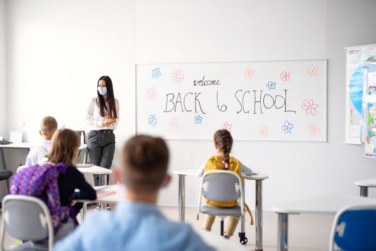 Ilustrasi proses belajar mengajar di sekolah berkurikulum internasional.