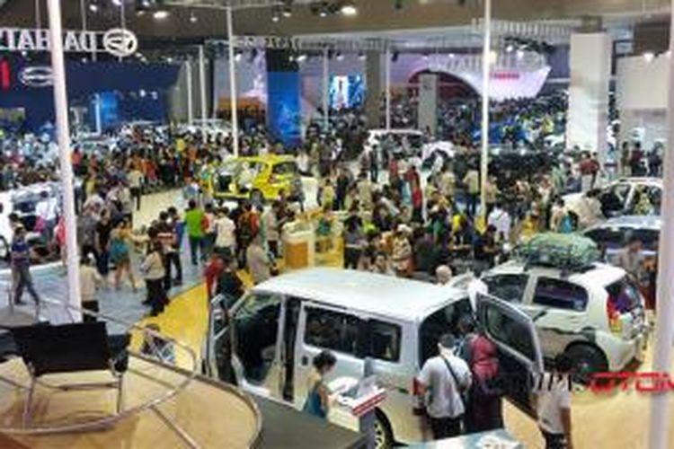 Suasana di booth Daihatsu di IIMS 2014