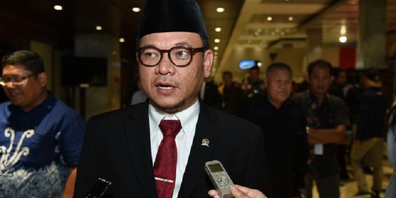 Wakil Ketua Komisi VIII Ace Hasan Syadzily mengimbau pemerintah berhati-hati saat mengurus paham keagamaan.