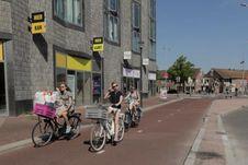 Berjemur di Utrecht Belanda di Kala Cuaca Hangat