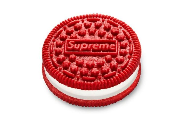 Oreo Supreme, biskuit Oreo kerja sama dengan merek fesyen kenamaan Supreme.