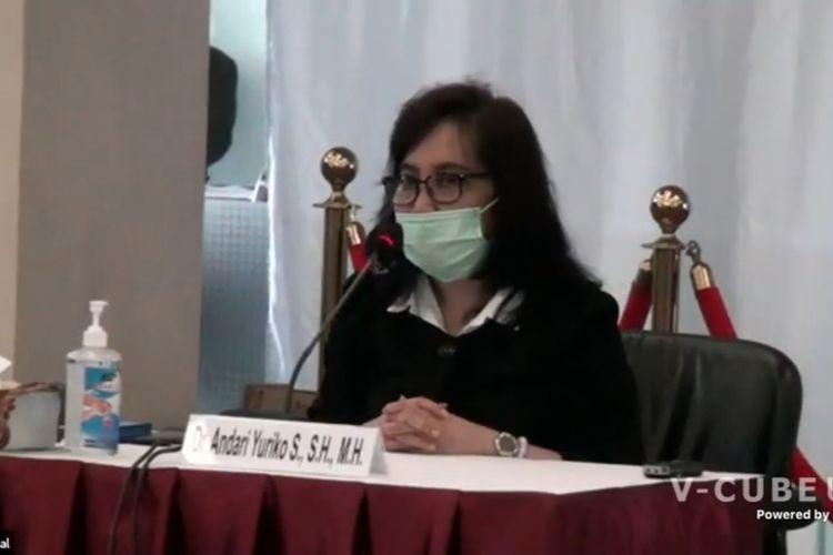 Calon hakim ad hoc Hubungan Industrial pada Mahkamah Agung Andari Yuriko Sari menjalani tes wawancara seleksi calon hakim MA, Rabu (2/12/2020).