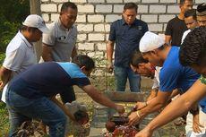 Satu Tahun Choirul Huda Meninggal, Skuad Persela Ziarah ke Makam