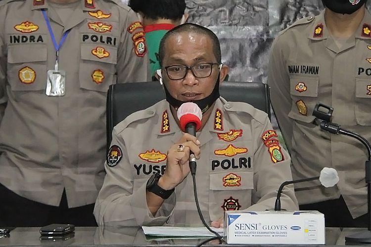 Kabid Humas Polda Metro Jaya Kombes Pol Yusri Yunus memberi keterangan terkait kasus narkoba kepada pers di Polres Metro Jakarta Barat, Senin (11/5/2020).