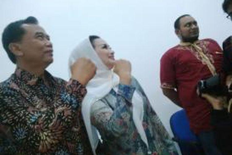 Pasangan calon penantang Risma-Wisnu, Rasiyo-Lucy