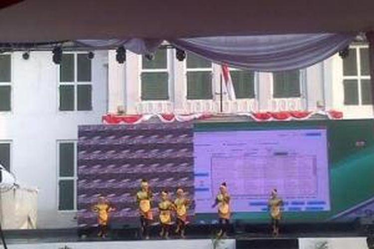 Festival Seni Budaya Nusantara (FSBN) yang digagas oleh Forum Peduli Budaya Nusantara (FPBN) akan berlangsung di Taman Fatahillah Jakarta Barat mulai Kamis (21/8/2014) hingga Minggu (24/8/2014).