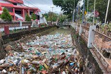 Sampah Menumpuk di Sejumlah Titik Kota Manado Setelah Banjir Surut