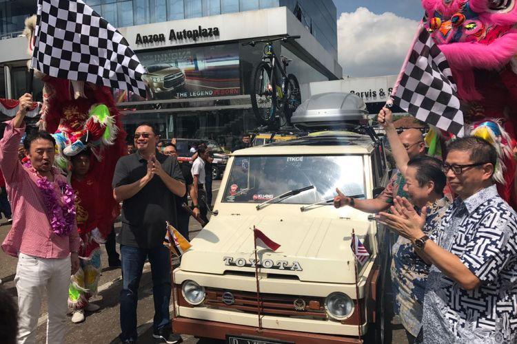 Pelepasan touring kemerdekaan komunitas Toyota di Anzon Autoplaza, Pontianak, Kalimantan Barat, Jumat (4/8/2017)