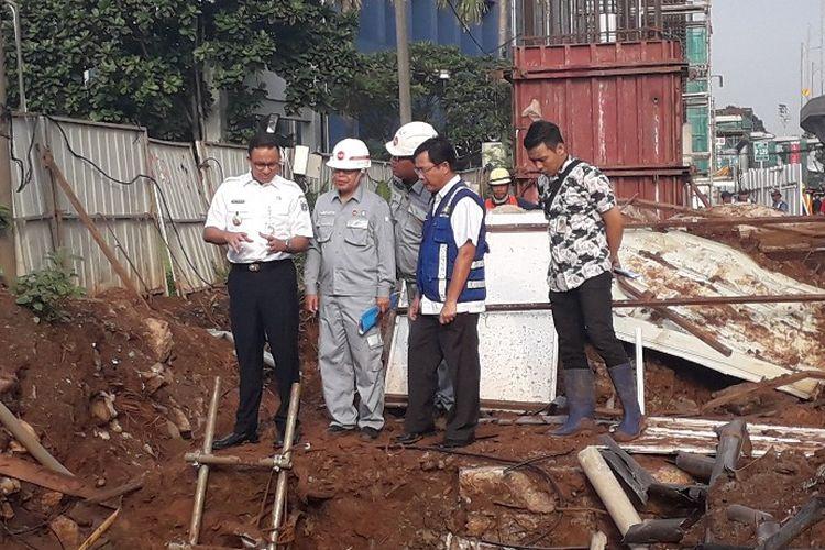 Gubernur DKI Jakarta Anies Baswedan menginspeksi proyek LRT Jabodebek di kawasan Pancoran,