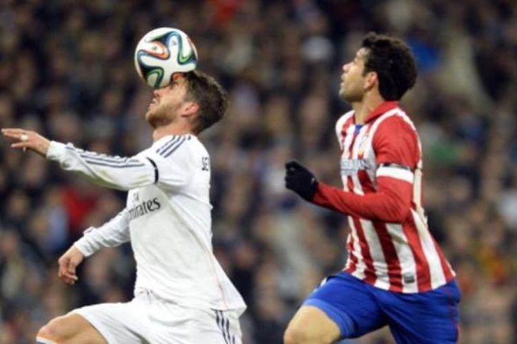 Bek Real Madrid, Sergio Ramos (kiri), dan striker Atletico Madrid, Diego Costa (kanan).