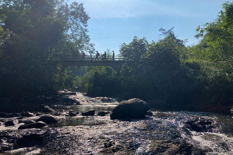 Aliran sungai di Kecamatan Babakan Madang, Kabupaten Bogor, Rabu (26/5/2021).