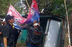 Panwas Kota Bandung Tertibkan Atribut Kampanye Cawalkot