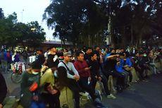 Unjuk Rasa Selesai, Sejumlah Mahasiswa Masih Duduk-duduk di Dekat DPR