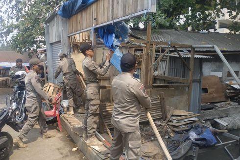 Satpol PP Depok Tertibkan 9 Bangunan Liar, Warga Pasrah dan Tak Melawan