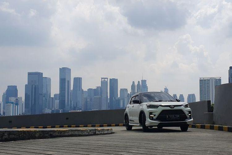 Toyota Raize saat menjajal fitur Hill Start Assist