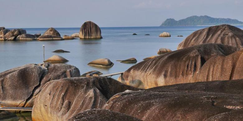 Obyek wisata Alif Stone Park di Desa Sepempang, Kecamatan Bunguran Timur, Kabupaten Natuna, Provinsi Kepulauan Riau.