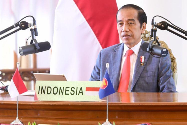 Presiden Joko Widodo saat menghadiri Konferensi Tingkat Tinggi (KTT) ASEAN-Selandia Baru yang digelar secara virtual melalui konferensi video dari Istana Kepresidenan Bogor, Sabtu (14/11/2020).