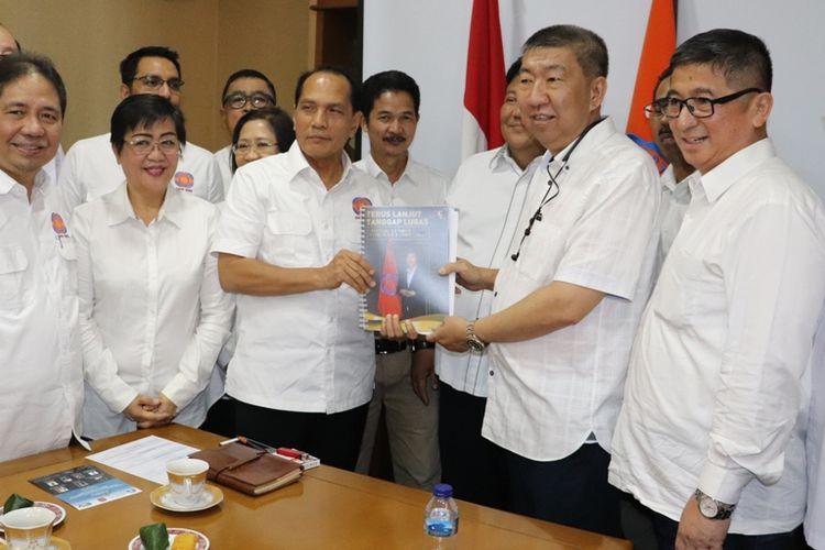 Sekretaris Jenderal DPP REI, Totok Lusida, resmi mendaftarkan dirinya ke tim Penjaringan Caketum DPP REI periode 2019-2022 di Kantor DPP REI, Rukan Simprug Indah, Rabu (11/9/2019).