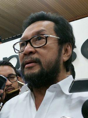 Politisi Golkar Yorrys Raweyai di Kompleks Parlemen, Senayan, Jakarta, Selasa (21/11/2017)