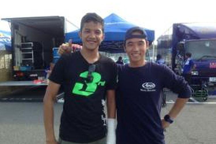 Pebalap Yamaha Indonesia, Imanuel Putra Pratna (kanan) dan Reynaldo Chrisantho Ratukore, berpose di Sirkuit Suzuka Jepang, Rabu (23/7/2014). Mereka berada di Suzuka untuk mengikuti Suzuka 4 Hour Endurance Race, Sabtu (26/7/2014). Rey batal turun karena cedera pada tangan kiri.