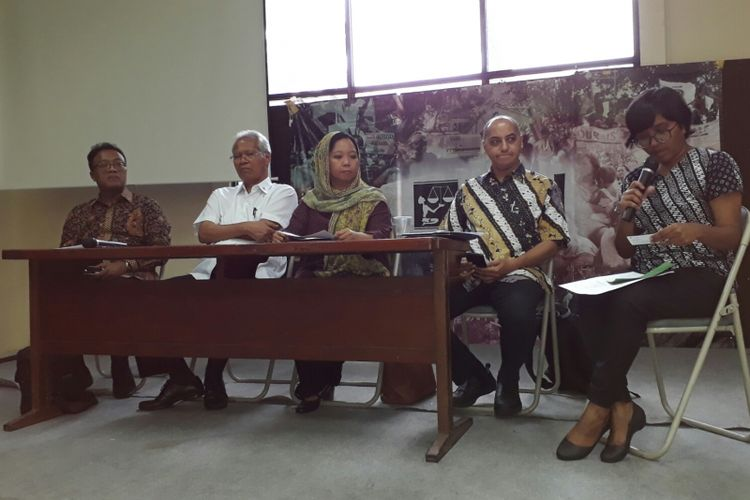 konfrensi pers sejumlah tokoh dalam menyikapi RKUHP di kantor Yayasan Lembaga Bantuan Hukum Indonesia (YLBHI) di Menteng, Jakarta, Senin (19/3/2018).
