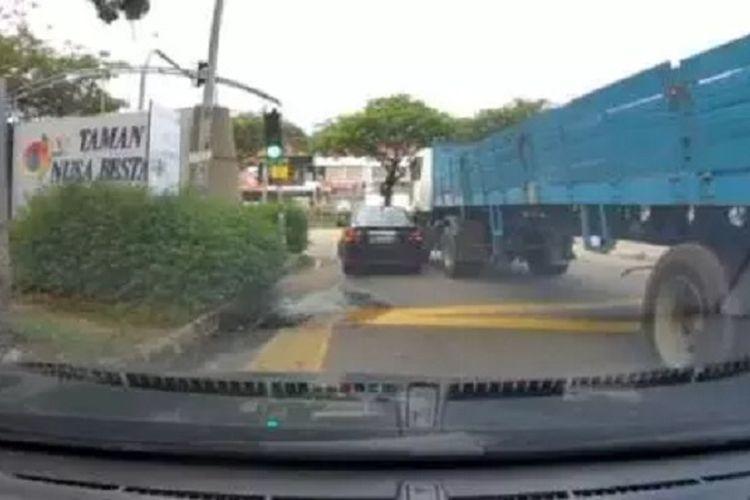Screen shot video soal blind spot pada truk
