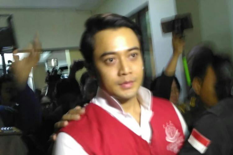 Artis peran Kriss Hatta menjalani sidang perdana dugaan kasus pemalsuan dokumen pernikahan di Pengadilan Negeri Bekasi, Jawa Barat, Rabu (24/4/2019).