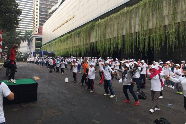 Menyambut Hari Guru Nasional (HGN) tanggal 25 November 2018, Kemendikbud menggelar kegiatan Jalan Sehat di kawasan bebas kendaraan bermotor di Senayan, Jakarta.