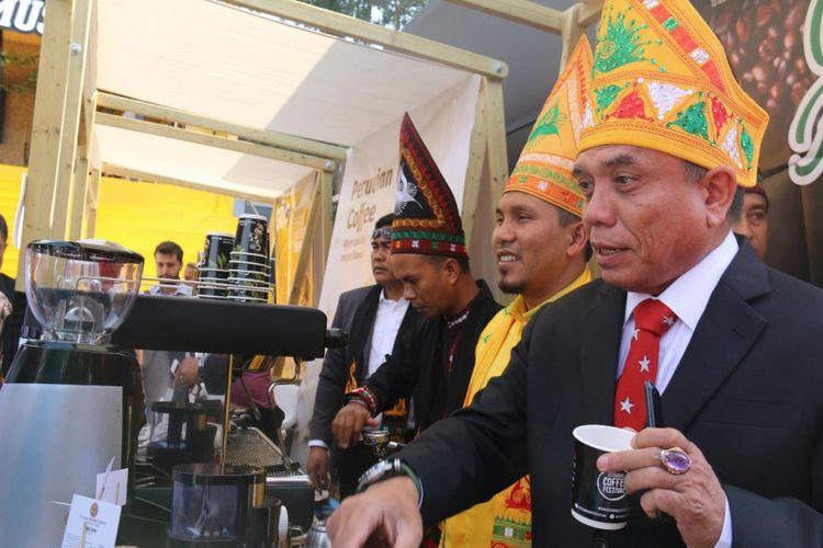 Gubernur Aceh, Irwandi Yusuf dan Bupati Bener Meriah, Ahmadi, disela-sela Istanbul Coffee Festival (ICF) di Turki.
