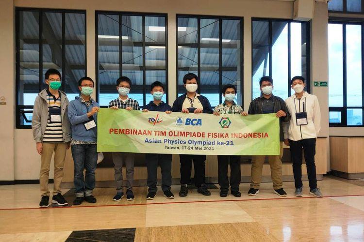 Para siswa Indonesia peraih medali pada ajang Asian Physics Olympiad (APhO) ke-21 di Taiwan.