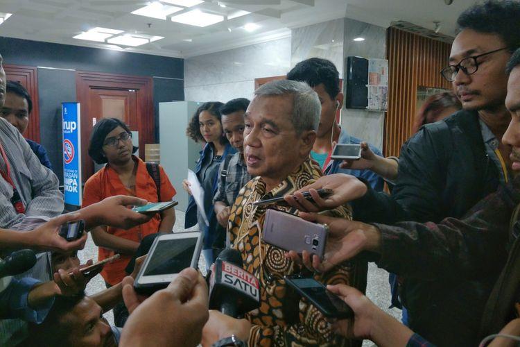 Pemohon uji materi Undang-Undang Nomor 17 Tahun 2014 tentang Majelis Permusyawaratan Rakyat, Dewan Perwakilan Rakyat, Dewan Perwakilan Daerah dan Dewan Perwakilan Rakyat Daerah (UU MD3) Busyro Muqoddas saat memberikan keterangan di gedung MK, Jakarta Pusat, Kamis (7/12/2017).