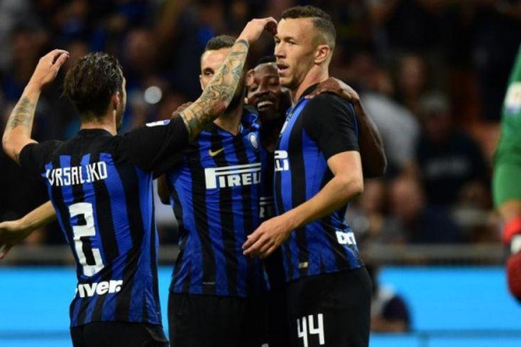 Para pemain Inter Milan merayakan gol Ivan Perisic (kanan) ke gawang Torino dalam partai Liga Italia di Stadion Giuseppe Meazza, Milan, 26 Agustus 2018.