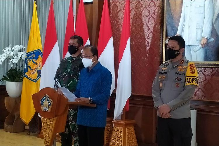 Gubernur Bali Wayan Koster saat memberikan keterangan pers di Rumah Dinas Jabatan Gubernur Bali, Jumat (13/8/2021)