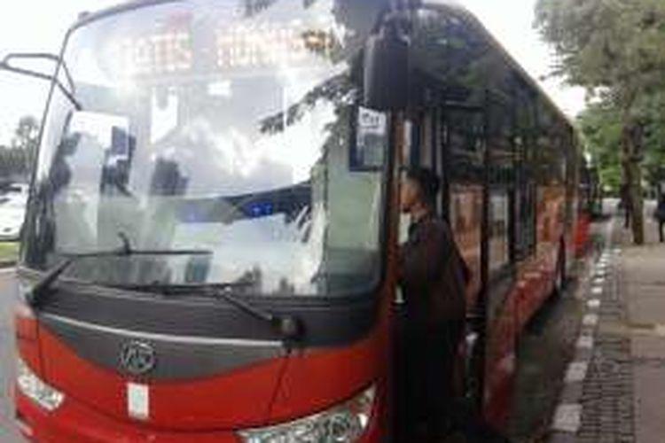 Selasa (5/4/2016), Pemprov DKI menyiagakan 20 unit bus Transjakarta untuk menghadapi simulasi penghapusan jalur Three in One. Ada dua titik bus yang telah disiapkan yakni Bundaran Senayan dan Halte Harmoni