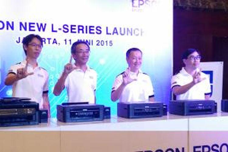 Jajaran petinggi Epson di acara peluncuran printer L-Series generasi ketiga di Jakarta, Kamis (11/6/2015).