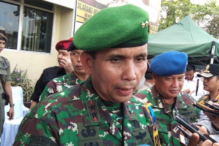 Pangdam II Sriwijaya Mayjen Irwan memberikan keterangan terkait pencarian Prada DP yang menjadi buronan atas kasus dugaan pembunuhan serta mutilasi terhadap Fera Oktaria (21).