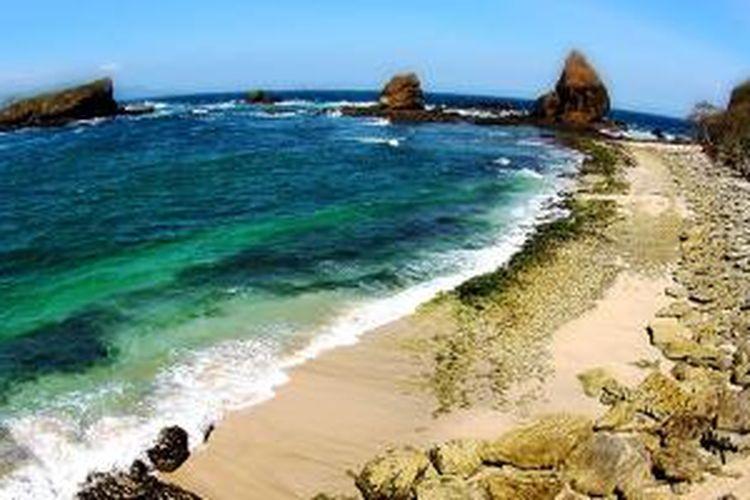 Pantai Papuma di Jember, Jawa Timur.