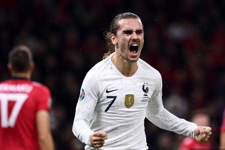 Penyerang Timnas Perancis, Antoine Griezmann, merayakan golnya dalam pertandingan Grup H Kualifikasi Piala Eropa 2020 antara Albania vs Perancis di Air Albania Stadium, Tirana, pada 17 November 2019.
