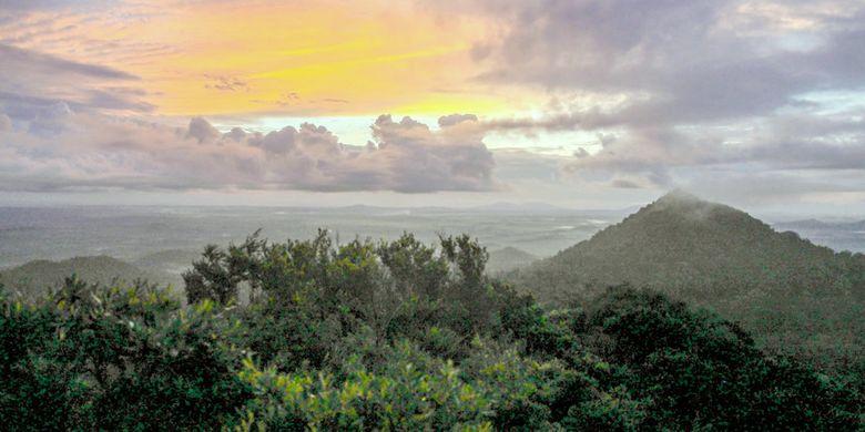 Gunung Tajam adalah gunung  di Pulau Belitung dan menjadi titik tertinggi di pulau tersebut.