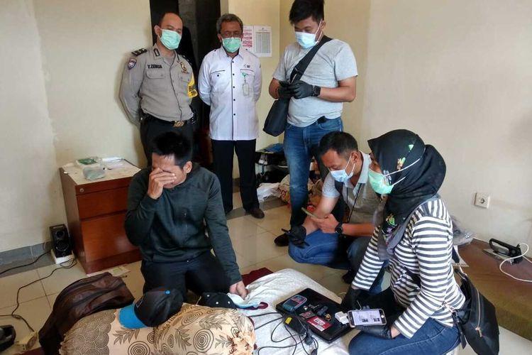 Kepala Balai Pelatihan Kesehatan (Bapelkes) Batam, Kepulauan Riau (Kepri) Asep Zainal Mustofa tidak pernah menyangka kalau bawahannya, Rahmad Hidayat akan bikin heboh di instansi yang dia pimpin.