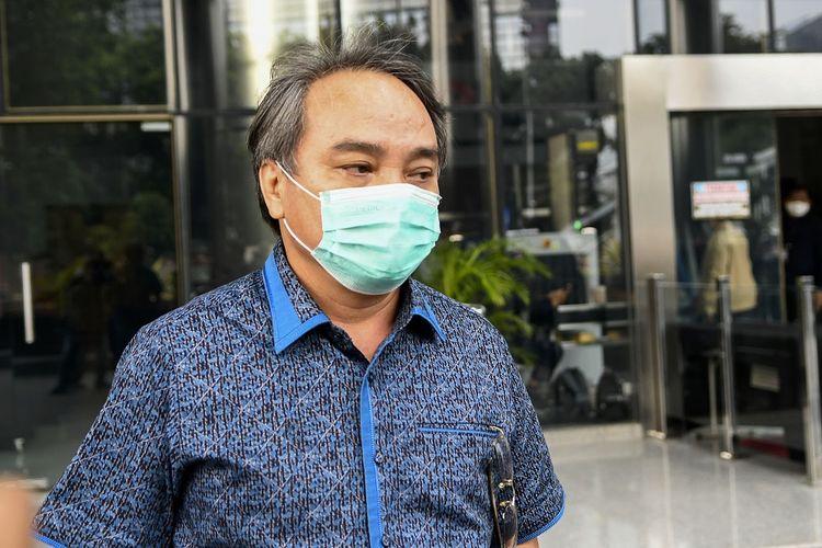 Direktur dan Komisaris PT Sharleen Raya (JECO Group) Hong Arta John Alfred berjalan meninggalkan ruangan usai menjalani pemeriksaan di gedung KPK, Jakarta, Senin (20/7/2020). KPK memeriksa Hong Arta sebagai tersangka untuk kasus dugaan suap proyek Kementerian PUPR saat operasi tangkap tangan (OTT) pada Januari 2016 dengan mengamankan Damayanti Wisnu Putranti. ANTARA FOTO/M Risyal Hidayat/wsj.