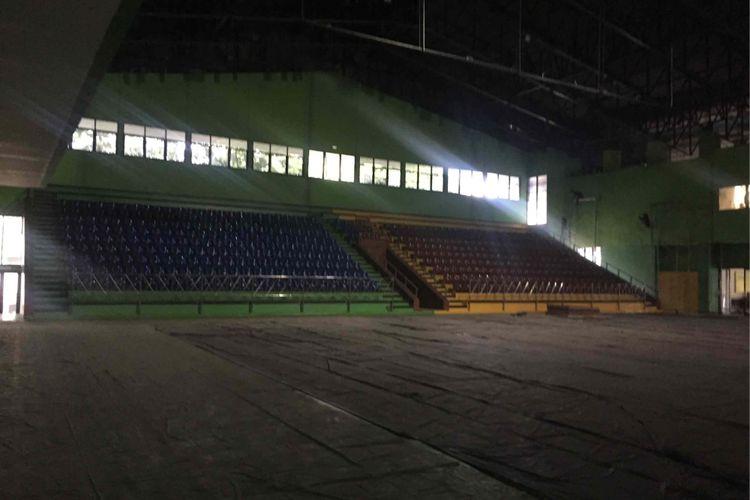 Proses perbaikan masih dilakukan di GOR Bulungan, Jakarta Selatan yang ditunjuk sebagai venue voli pada Asian Games 2018, Agustus mendatang, Senin (30/7/2018).