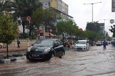 Banjir di Jalan Tanjung Duren Raya Jakbar Setinggi Dengkul Orang Dewasa