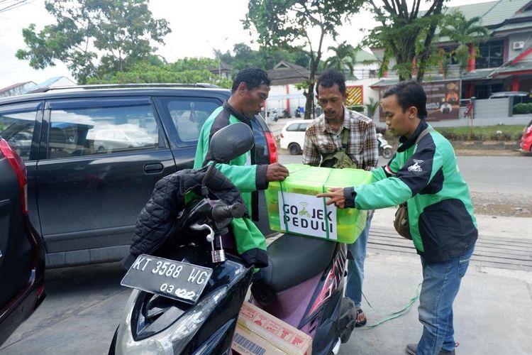 Gojek Samarinda bantu kebutuhan pokok 100 Mitra Driver yang jadi korban banjir Samarinda, Kaltim. banjir ini berlangsung sejak 8 Juni 2019.