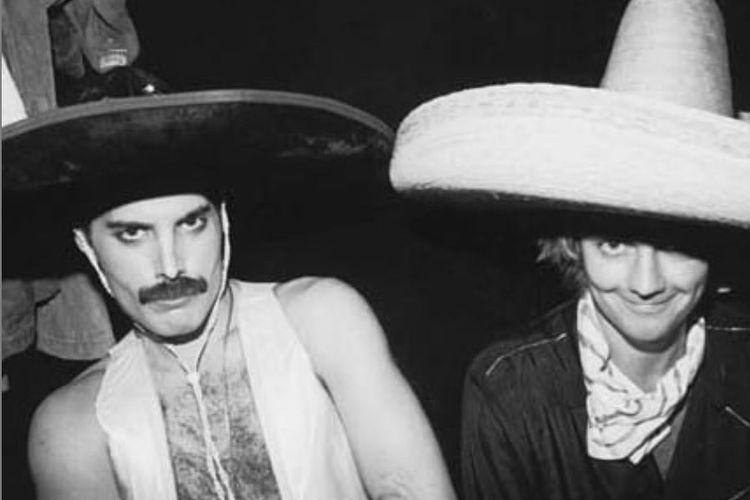 Vokalis Queen, mendiang Freddie Mercury bersama drummer Queen, Roger Taylor.